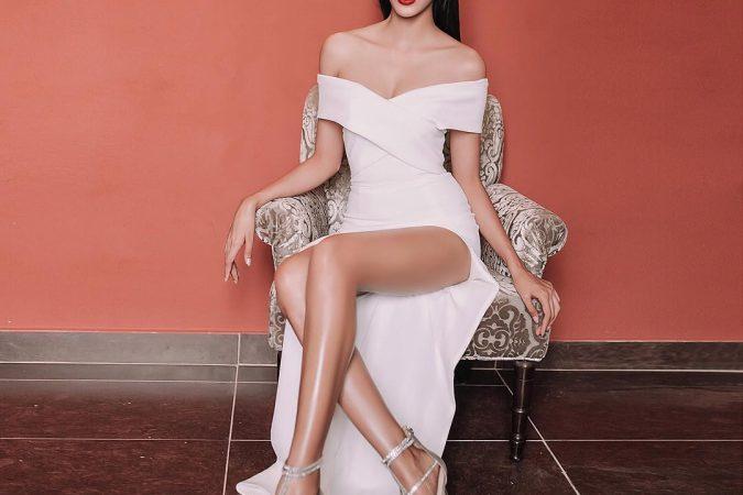 Học hoa, á hậu Việt khoe chân thon với váy ngắn