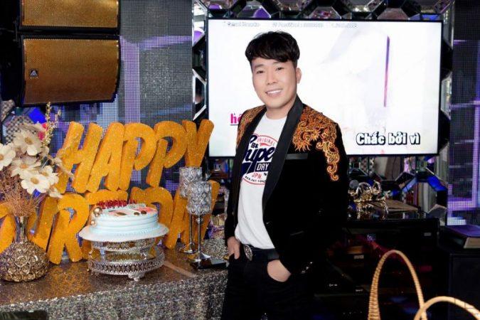 Đón tuổi mới, Nam vương makeup Tony Tường rạng rỡ bên gia đình và bạn bè