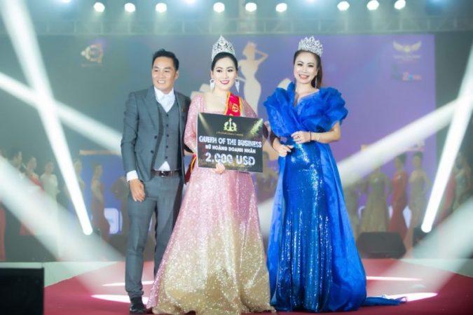 """Giám khảo Lina Hoàng: """"Sai số của BGK về thí sinh là không đáng kể"""""""